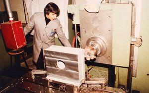 1983: Gehäusebearbeitung